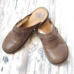 Ugg bridgen leather and wool lined mules like new!